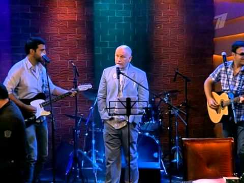 John Malkovich performs Hallelujah (Leonard Cohen cover)
