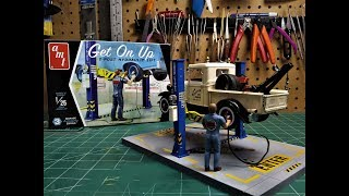 AMT Garage Accessory Get On Up Car Lift 1/25 Scale Model Kit Build Review AMTPP017M