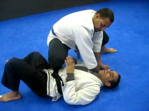 jiu jitsu knee on belly escape to half guard Image 1