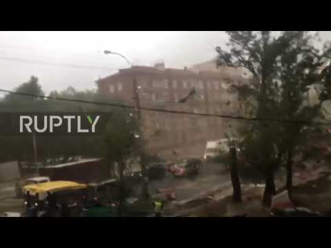 Russia: Debris flies through the air as storm rips through Moscow street