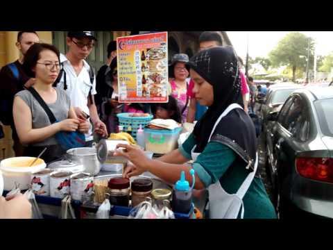Probably the fastest Roti pancake maker in Bangkok!