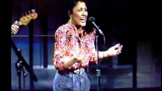 "Darlene Love sings ""Christmas (Baby Please Come Home) FOR THE FIRST TIME on Letterman, 1986"