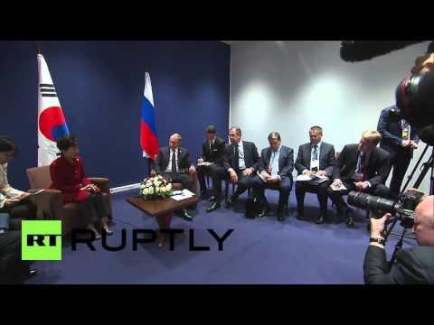 France: Putin meets with South Korean President Park Geun-hye at COP21