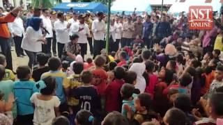 Jokowi visits Aceh quake victims