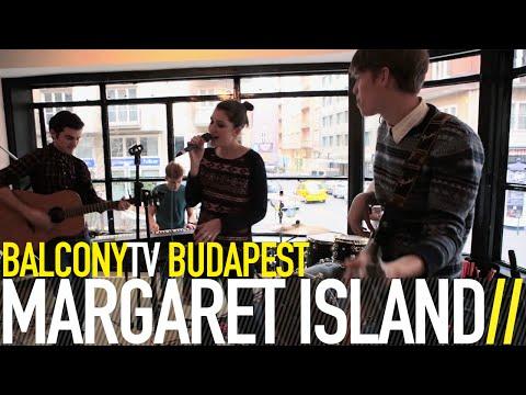 MARGARET ISLAND - EGY LÁNY SÉTÁL A DOMBOLDALON (BalconyTV)