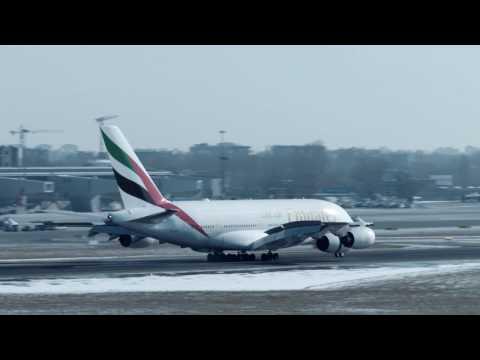 Airbus A380 Emirates Na Lotnisku Chopina W Warszawie