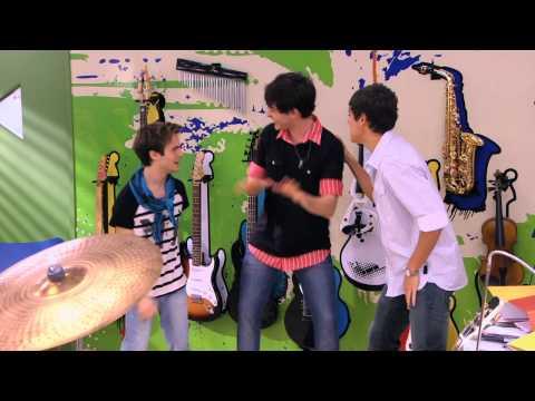 Violetta Momento musical: Los chicos cantan ¨Dile que sí¨