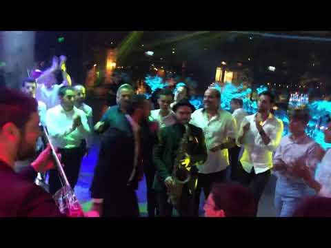איציק אשל עם הנגנים משמחים ברחבת הריקודים | תזמורת studio live