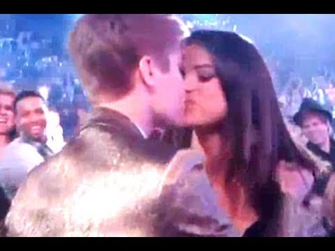 Justin Bieber Kissing Selena Gomez at Billboard Music Awards