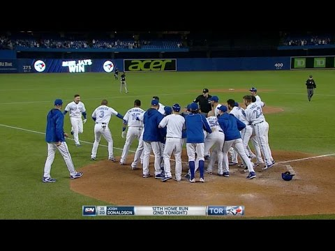 Donaldson crushes a walk-off homer in 9th