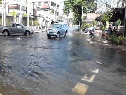 Sena floods-October29-2011.flv