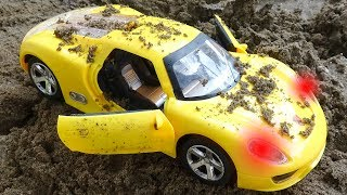 Looking for cars in the sand - H517M Toys for kids
