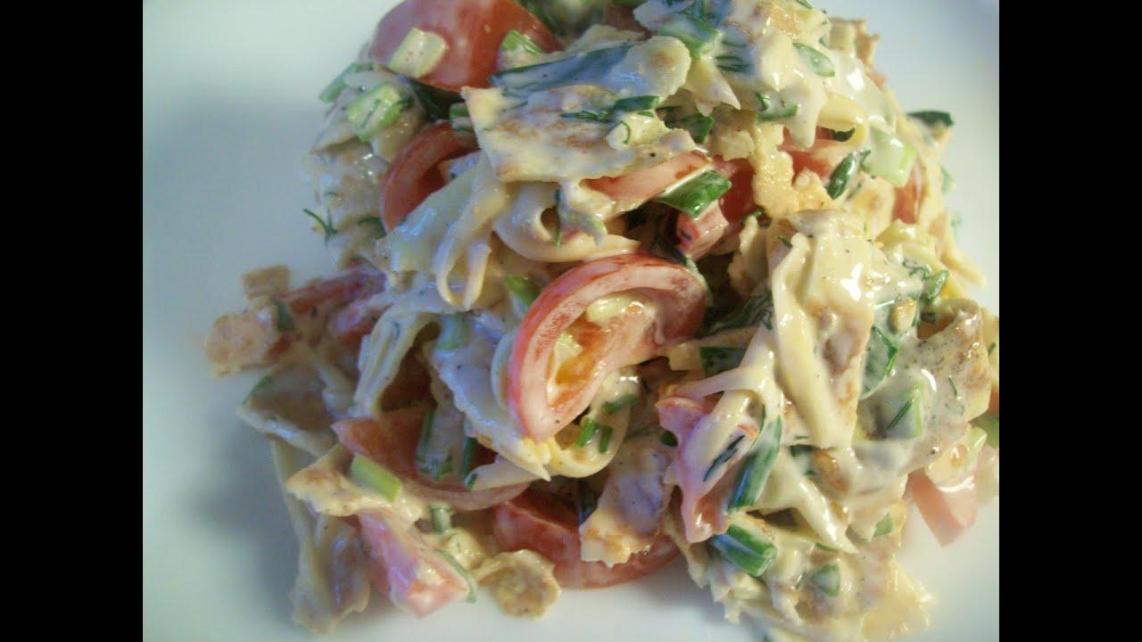 Салат с блинчиками и колбасой