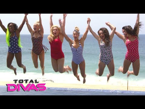 Nikki helps Brie's confidence with a swimsuit photo shoot: Total Divas Bonus Clip, Dec. 20, 2017