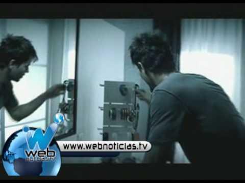 Enrique Iglesias va esquiar desnudo