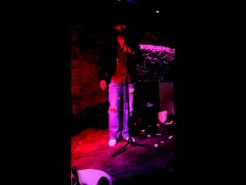 Alan fresnillo en el rosarito bar