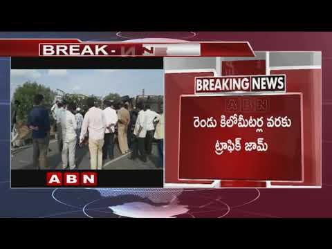 హైవే పై డీసీఎం బోల్తా  | DCM Roll over at Nalgonda | ABN Telugu