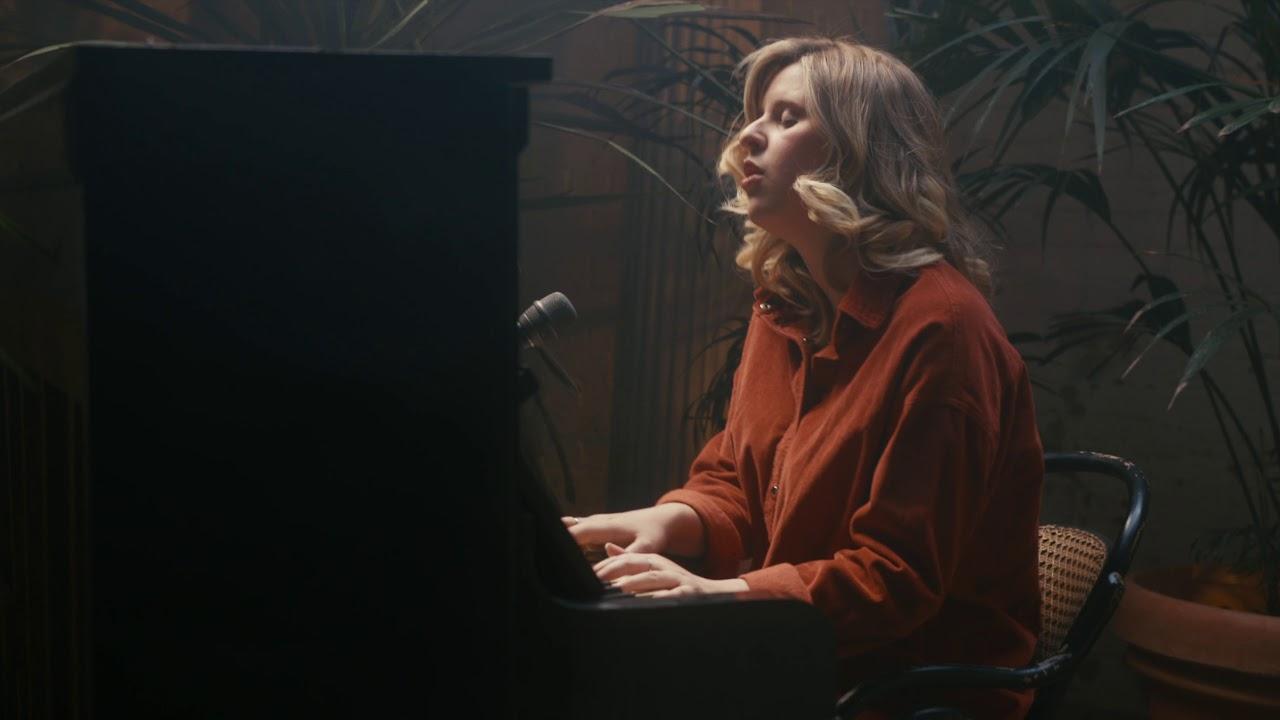 """Hannah Grace - ピアノ弾き語りによる""""The Bed You Made""""のライブ映像を公開 thm Music info Clip"""