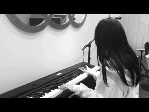 Madison Beer Śpiewa I Gra Na Keyboardzie