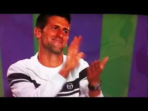 テニス champ Caroline Wozniacki's fake reporter prank at Novak ジョコビッチ's ウィンブルドン press conference