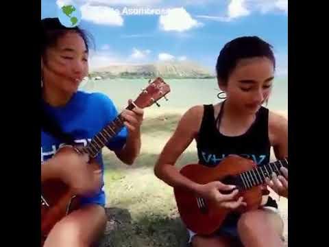 kedua remaja seksi ini bermain musik sangat luar biasa