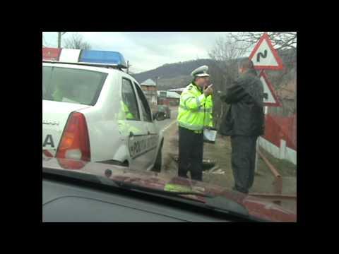 Agent al poliției rutiere fuge de un contravenient