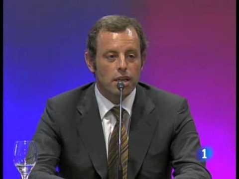 Johan Cruyff retorna la insignia de president d'honor del FCB