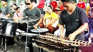 Download Lagu CALUNG FUNK ROCK Malioboro Yogyakarta - ANGKLUNG Bamboo Musical Instruments [HD] Gratis STAFABAND