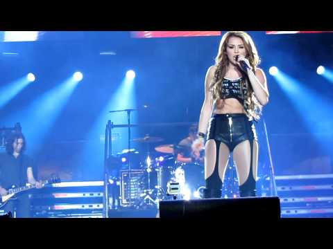 Miley Cyrus - Robot - gypsy Heart Tour Live In Chile 2011 [hd] video