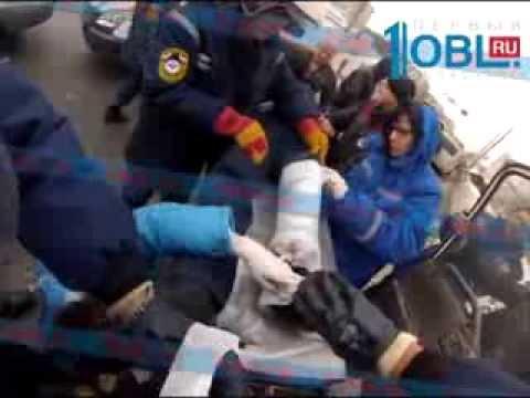 Спасатели обнародовали видео извлечения пассажира из зажатого эвакуатора