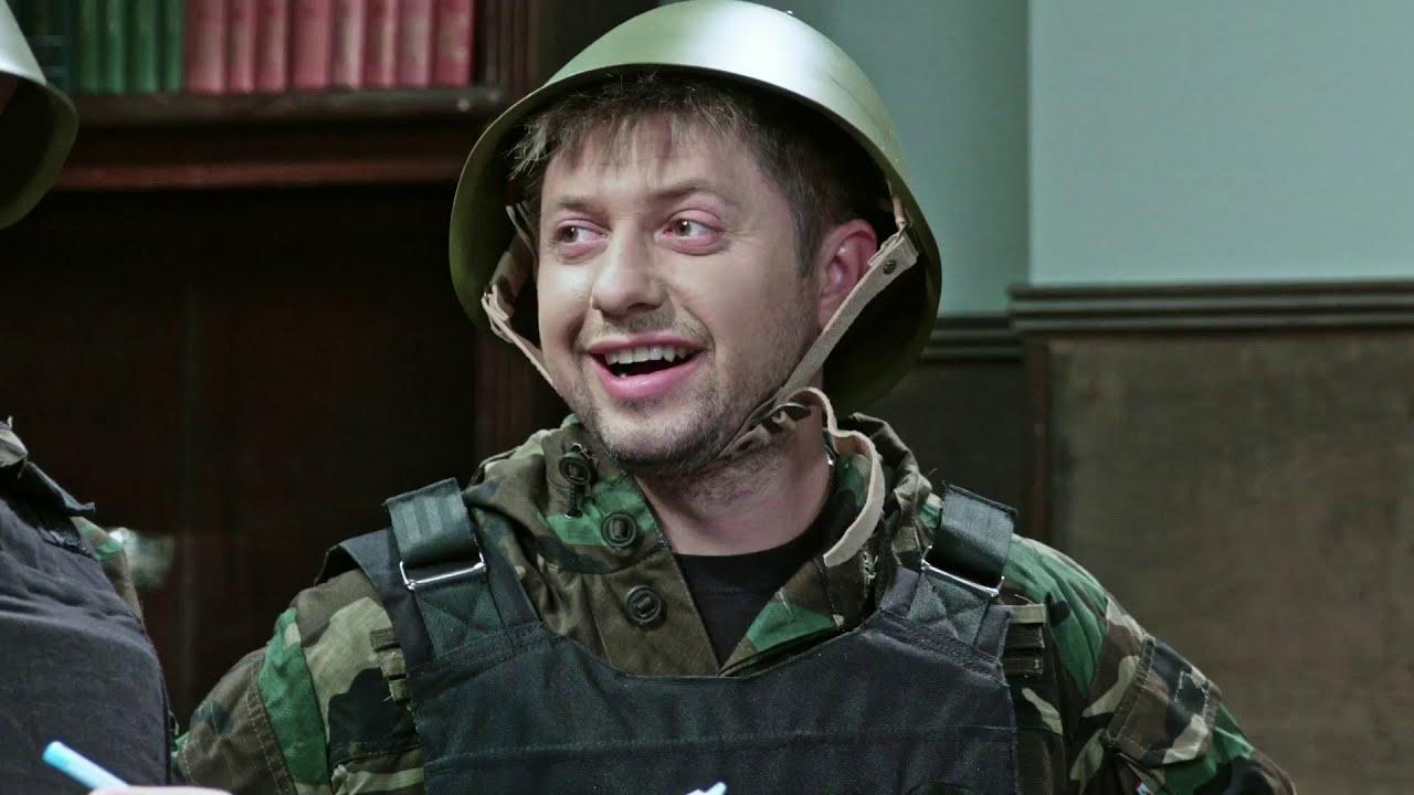 На троих 5 сезон 30 серия | Школа в опасности, родители заминировали кабинет из-за медали сына!