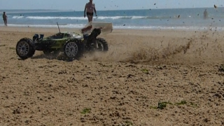RC Buggy on the Beach - Carson Specter