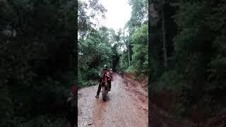 Video Motor Jadul Melibas Motor motor Trail di Jalur Adventure