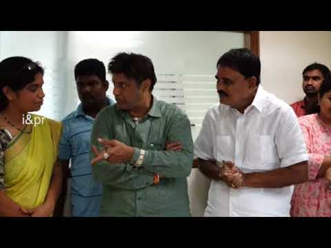 AP CM WENT TO SEE THE DEMISE OF PALLE RAGHUNATHA REDDY'S WIFE AT HYDERABAD HOSPITAL ON 30082018