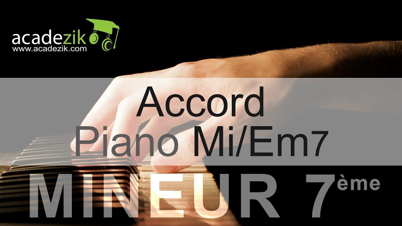Accord piano Mi septiu00e8me mineure - Em7 chord (vidu00e9o) - YouTube