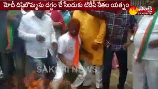 Fight Between TDP and BJP Party Leaders @ Nellore || Modi Vs Balakrishna