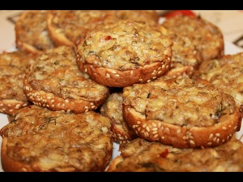 Горячие бутерброды с рыбной консервой в духовке. (Hot sandwiches with canned fish)