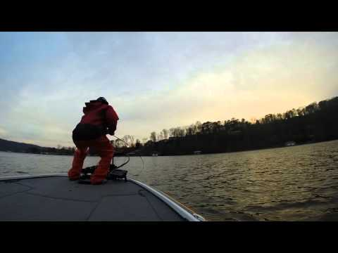 Guntersville Largemouth Bass Fishing 2014 - Early Spring Cranking