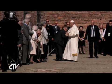 Pope Francis meets with 10 Holocaust survivors