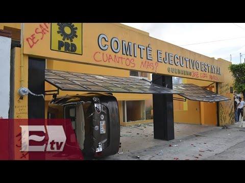Normalistas incendian instalaciones de PRD Chilpancingo y toman 12 alcandías / Vianey Esquinca