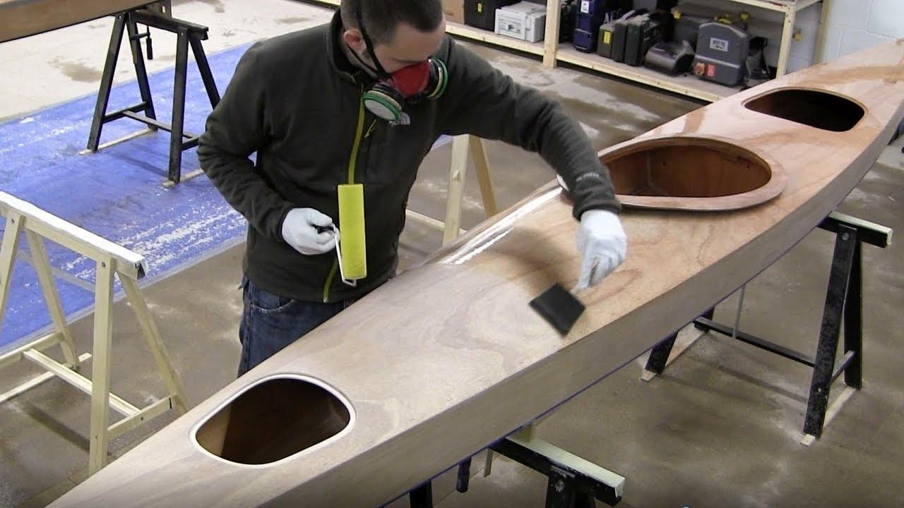 Bau eines Holzkajaks. Lektion 22: Das Boot lackieren - YouTube
