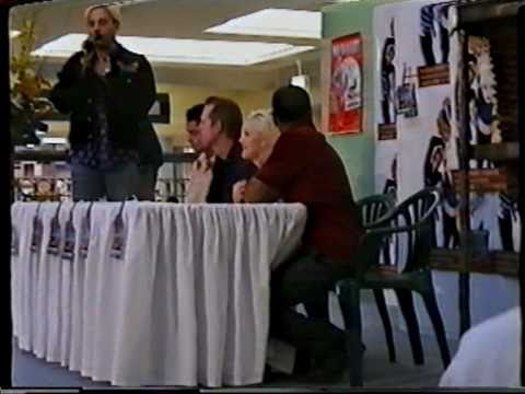 Gwen Stefani Young Make-up No Doubt Tragic Kingdom cd signing First Time Live in Australia CLIP 1