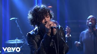The 1975 - The Sound (Live on Jimmy Fallon)