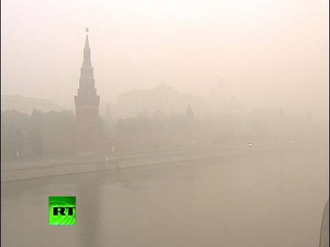 Video of smoke-veiled Moscow with sun choked out of sight Video