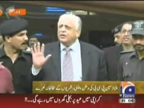PCB Chairman Ejaz Butt Greeted By Angry Pakistani Fans At Lahore Airport (08-09-10).flv