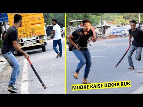Mudke Mat Dekhna Prank   Prank In India By Vinay Thakur   AVRprankTV thumbnail