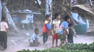 Hmong/Hmoob - Playing Kids