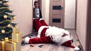Дед Мороз подскользнулся на машинках и упал. Что случилось дальше? Видео для детей.
