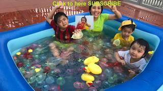 Làm Bể Bơi Với 2000 Quả Bóng Nước ❤ Water Balloons In The Pool Swimming of Family Surprise ❤ Susu