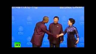 "Putin Turns Tables On Obama ""I'm Superior"" Body Lang. By Making Shoulder Pat-Obama Looks Like Kid"